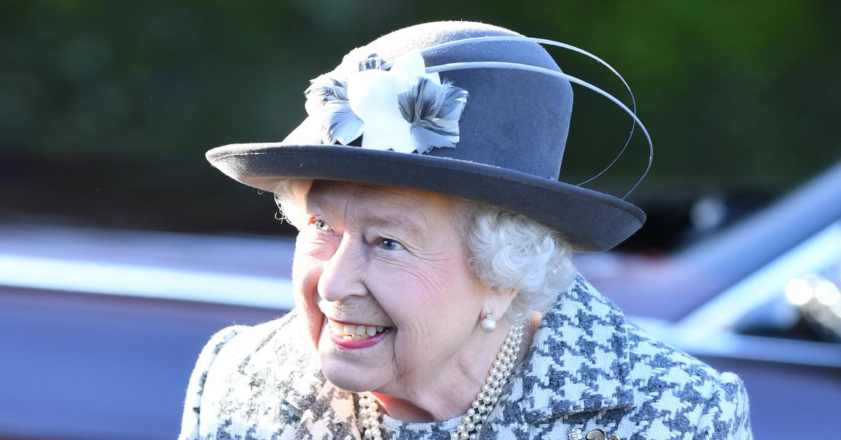 queen elizaeth trooping