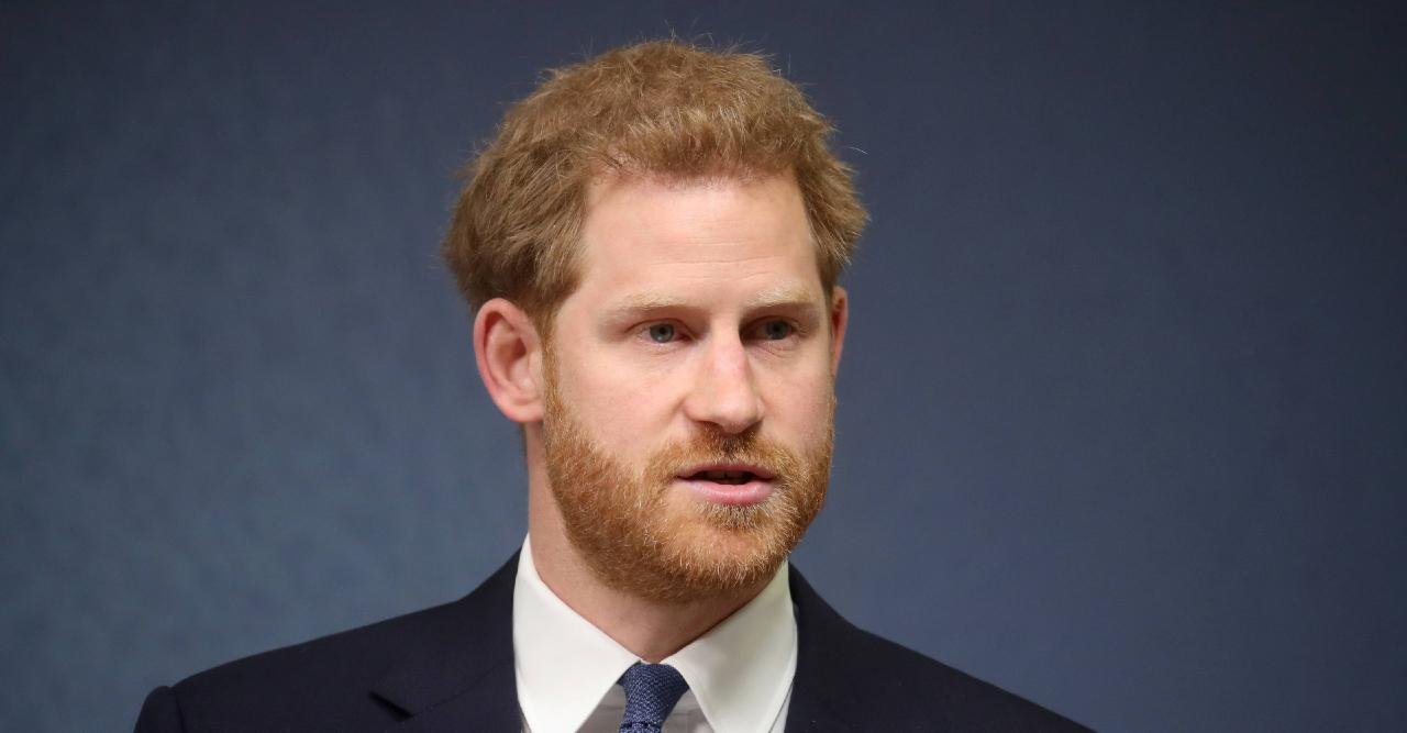 prince harry arrives in uk for prince philips funeral