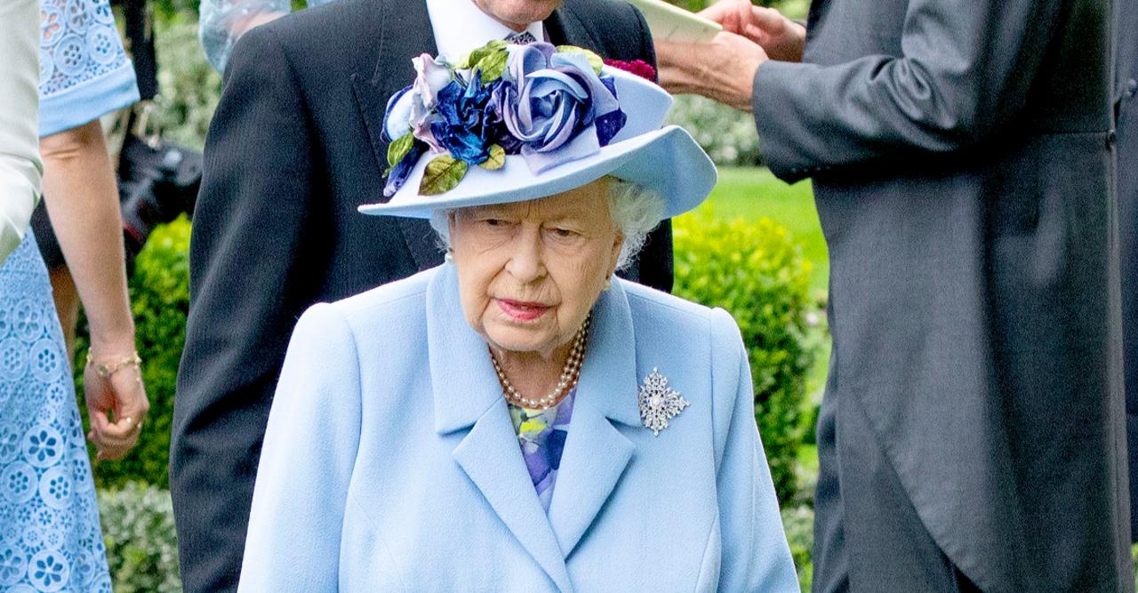 queen elizabeth reportedly breaking tradition following death of prince philip